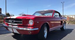 Ford Mustang Fastback 289 BJ 1965 rot/weiss