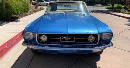 Ford Mustang Cabrio Baujahr 1967 blau/beige