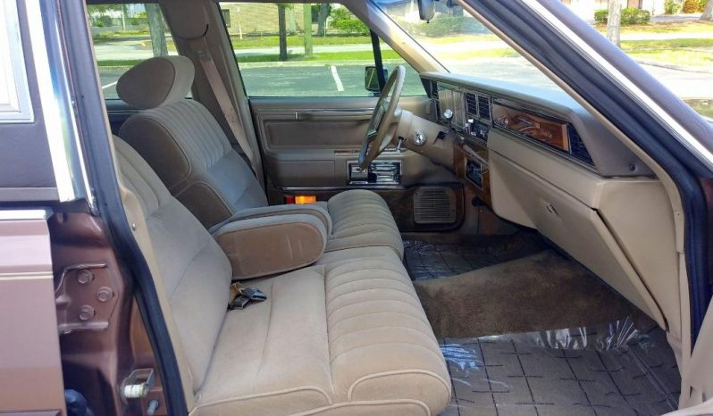Lincoln Town Car Rot BJ 1989 voll